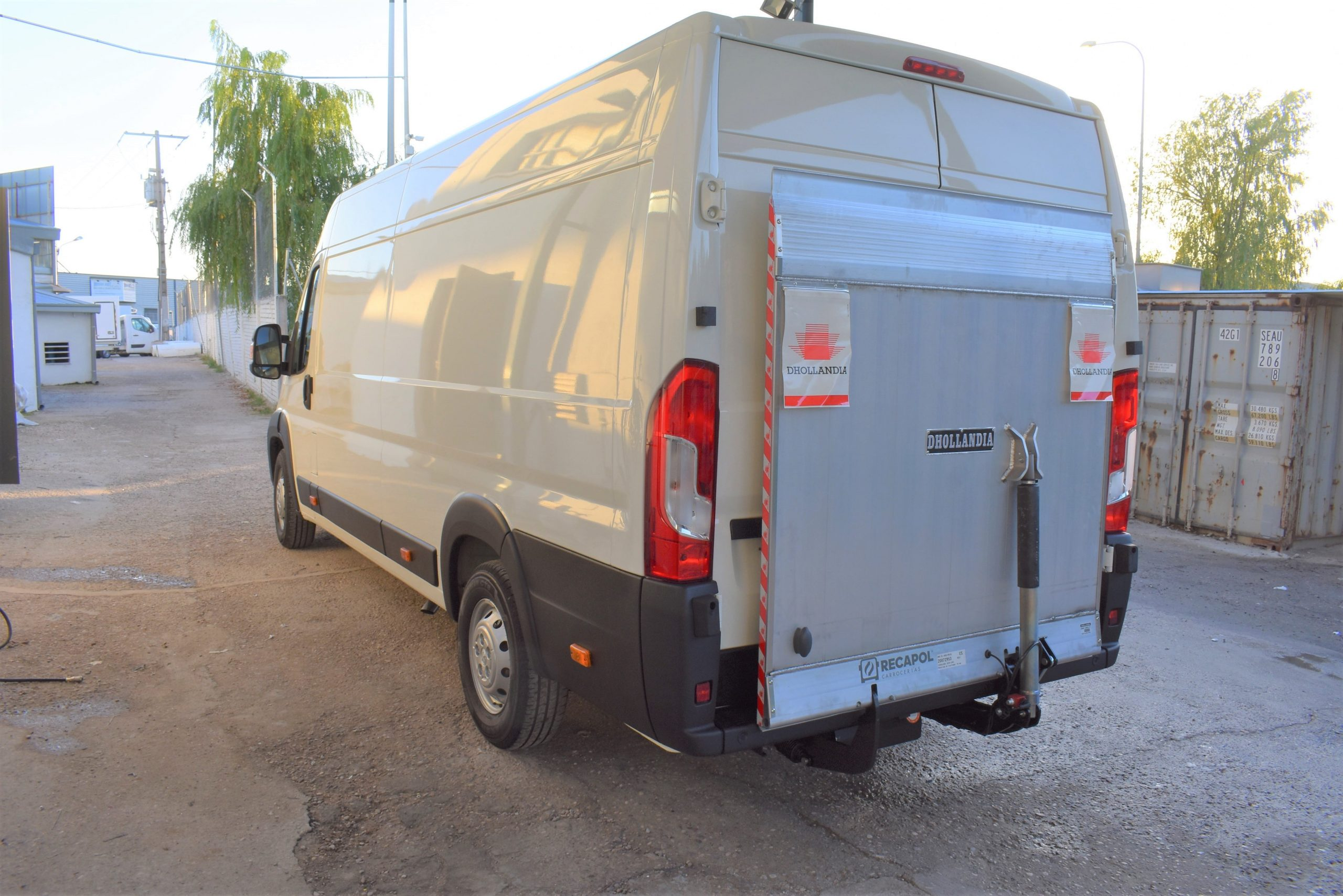 Peugeot Boxer con rampa carga y descarga - rampa subida 2 - RECAPOL-min